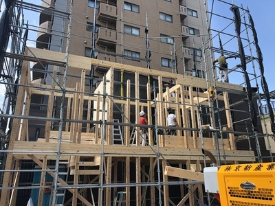 木造3階建 店舗併用住宅 棟上